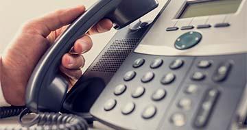 téléphone fixe main