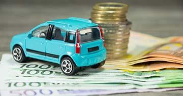 voiture bleue et euros